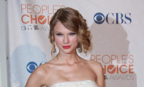 Taylor Swift Announces World Tour, Gets Serenaded by Dane Cook