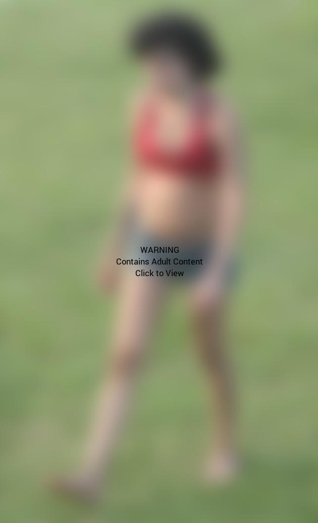 Amy Winehouse Bra Shot