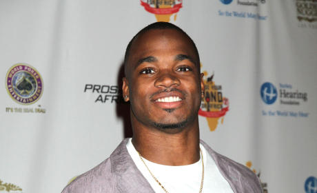 Adrian Peterson Arrested, Charged With Resisting Arrest in Club Altercation