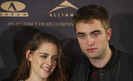 "Robert Pattinson and Kristen Stewart ""Want to Move Forward,"" Source Claims"