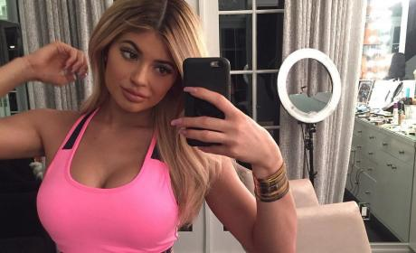Kylie Jenner Gives Props to Plastic Surgeon