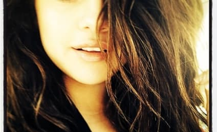 Selena Gomez: No Makeup Selfie Features Makeup?