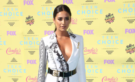 Shay Mitchell at the 2015 Teen Choice Awards