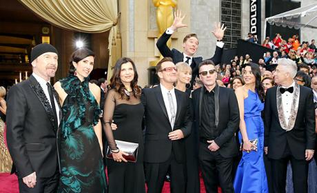 29 Celebrity-on-Celebrity Photobombs