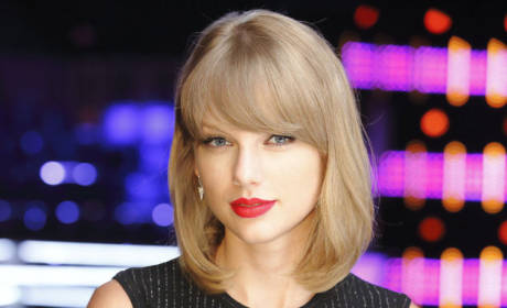 Taylor Swift Shows Off Belly Button: See It Here!