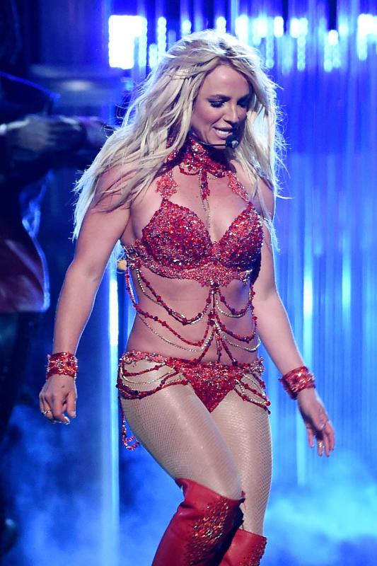 Britney Spears Gets SUPER Sexy: 2016 Billboard Music ... бритни спирс слушать