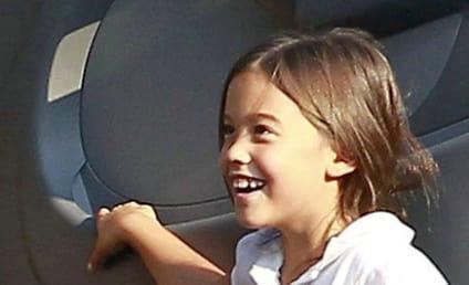 Best Mom Ever: Kate Gosselin Lets Kids Play Under the Minivan