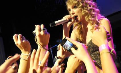Happy 21st Birthday, Taylor Swift!
