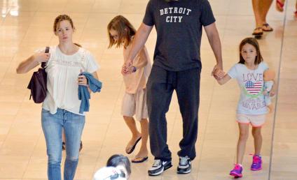 Ben Affleck, Jennifer Garner Reunite For Time Out With Kids