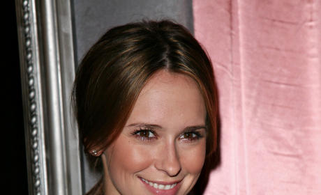 Jennifer Love Hewitt, Mary J. Blige Bond Over iPod, Nice Rack