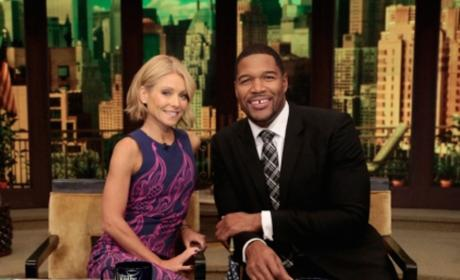 Kelly Ripa and Michael Strahan on Set