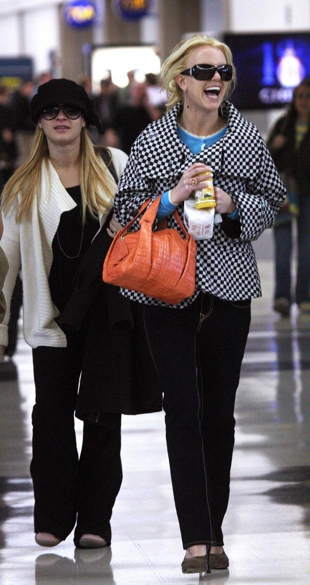Britney Smiles at the Airport