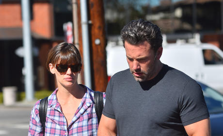 Ben Affleck and Jennifer Garner to LIVE TOGETHER After Divorce?