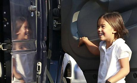 Best Mom Ever: Kate Gosselin Lets Kids Play Under the Minivan