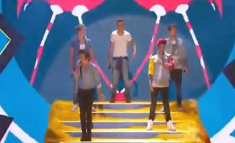 One Direction at the Teen Choice Awards: Singing! Twerking!