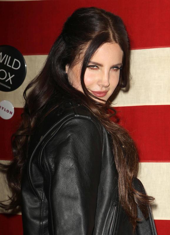 Lana Del Rey Snarling