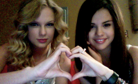 Taylor Swift Hearts Selena Gomez
