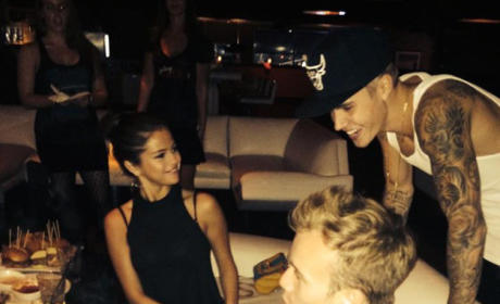 Justin Bieber and Selena Gomez: Kissing and Flirting at Weekend Bowling Party!!!