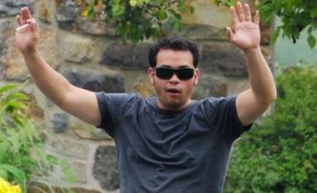 Jon Gosselin Returns Home, is Douchebag