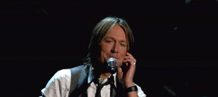 Keith Urban Nearing Deal to Judge American Idol