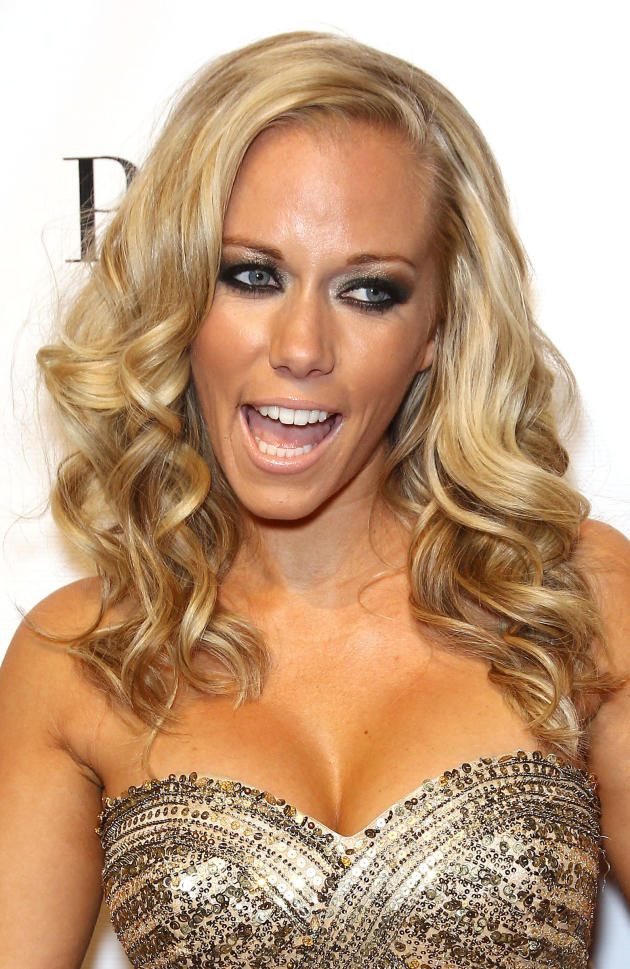 Very Tan Kendra Wilkinson