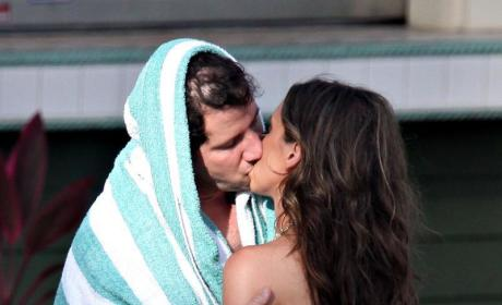 Jamie Kennedy and Jennifer Love Hewitt Vacation in Hawaii, Make Onlookers Nauseous