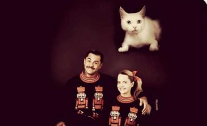 Mena Suvari Christmas Card: Hilarious!