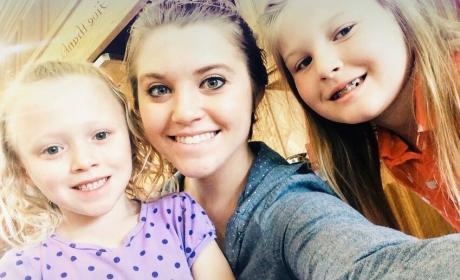Joy-Anna Duggar SLAMMED For Wearing Too Much Makeup in New Photo!