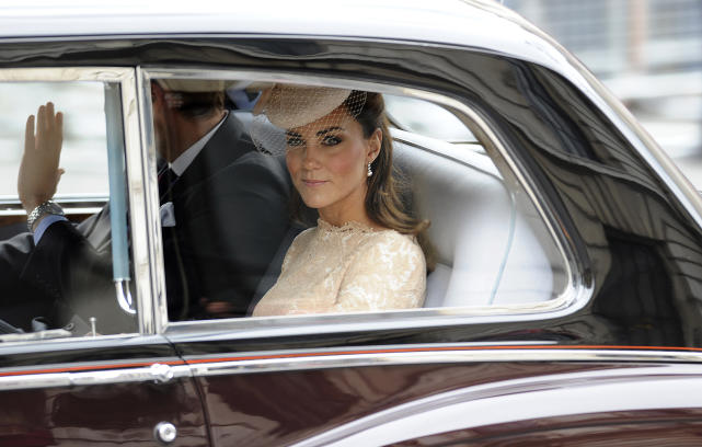 Kate middleton attends the queens diamond jubilee service of tha