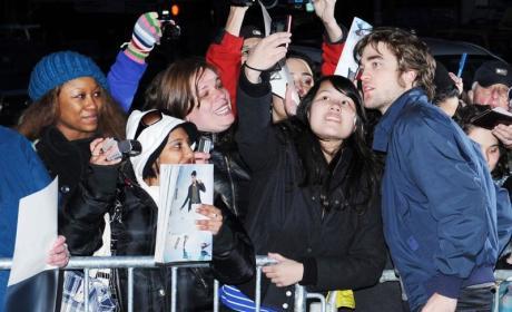 Emilie de Ravin on Robert Pattinson: He's a Lovely Guy