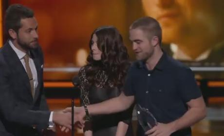 Robert Pattinson Buzzes Hair, Accepts People's Choice Award