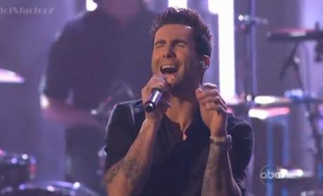 Maroon 5 & Christina Aguilera Move Like Jagger at American Music Awards