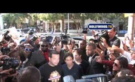 Jon Gosselin Swarmed By Massive Crowd