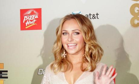 Hayden Panettiere Defends Dad Beating Mom