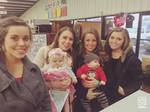 The Duggar Girls Go Shopping