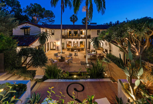 Robert Pattinson and Kristen Stewart House