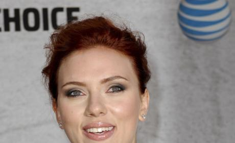 Scarlett Johansson Nude Photos Hacked, FBI Contacted