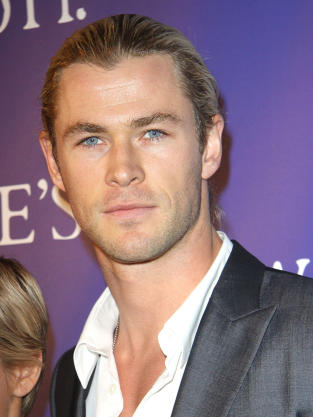 Chris Hemsworth Red Carpet Pic
