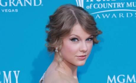 ACM Awards Fashion Face-Off: Taylor Swift vs. Miranda Lambert