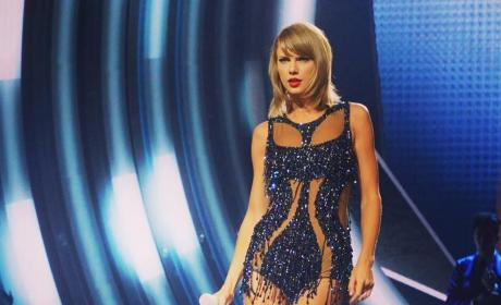"Taylor Swift Attempts to Trademark ""Swiftmas,"" ""1989,"" Might Be a Supervillain"