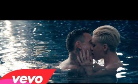 "Pink and Nate Ruess - ""Just Give Me a Reason"""