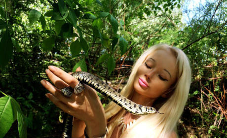 Valeria Lukyanova Photos: Snakes, Sun and... Sexiness?