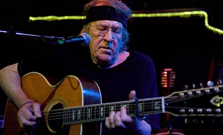 Paul Kantner Dies; Jefferson Airplane Co-Founder Was 74