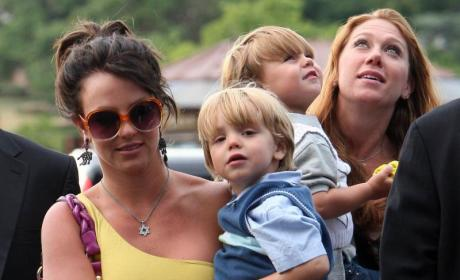 Britney Spears, Jayden James Stroll Though Paris