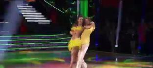Maria Menounos and Derek Hough Kiss on Dancing With the Stars!