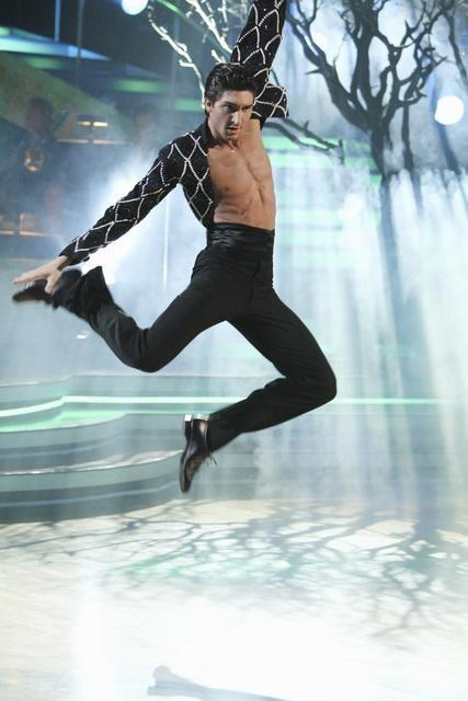 Evan Lysacek Airs it Out