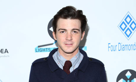 "Drake Bell Slams Justin Bieber, Labels Fans ""Insane"""