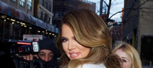 With whom should Khloe Kardashian Be?