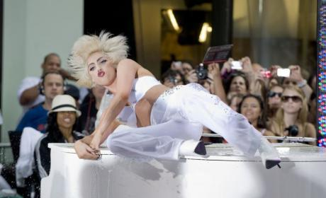 Lady Gaga Braves Rain, Wows Today Show Crowd