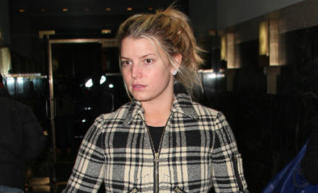 Jessica Simpson Wears Plaid, Looks Kind of Rough